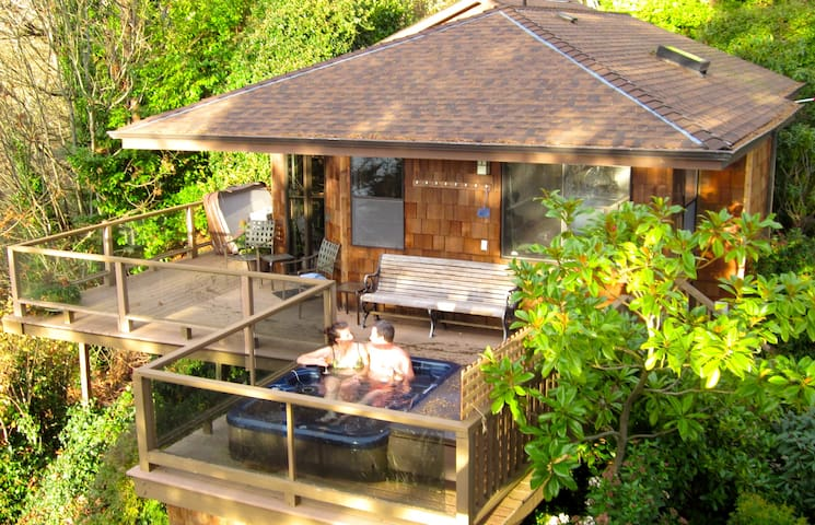 Soundview Cottage - a private retreat all your own