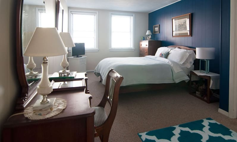 Blue Bedroom Inn / Pierce Room - Savanna - Bed & Breakfast