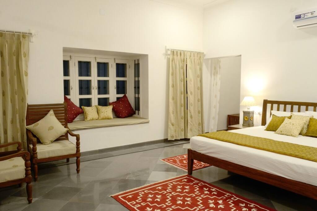 Room with Baywindow
