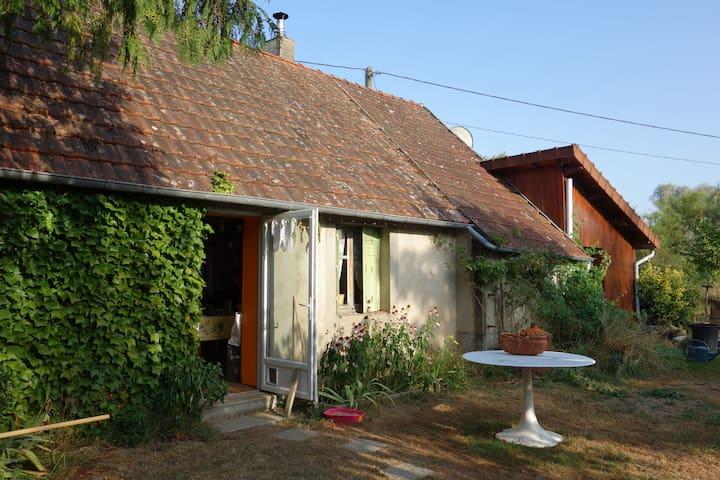 Cabane en bois - Mornay-sur-Allier - Дом