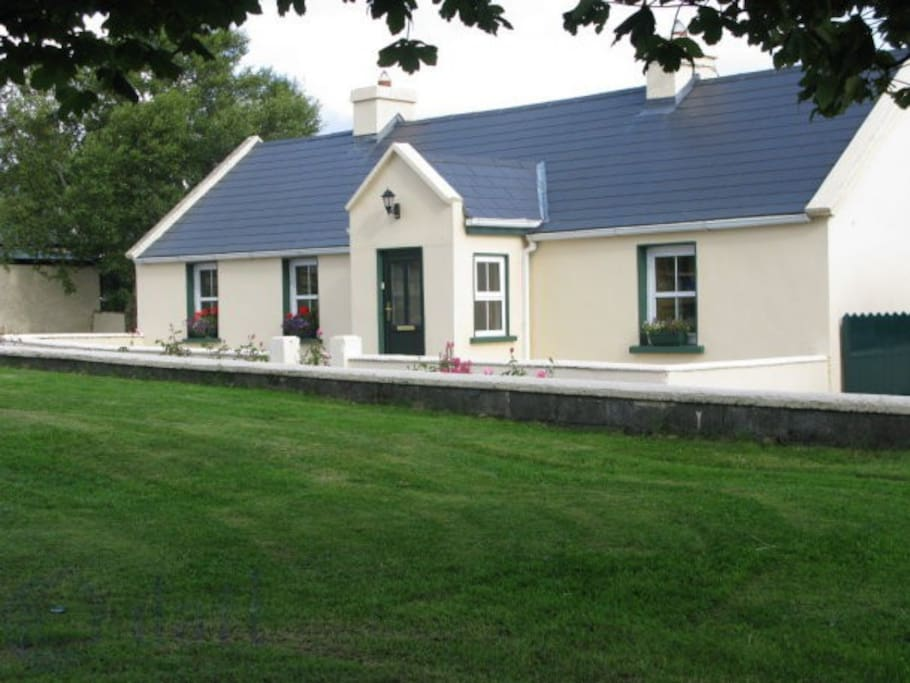 Old farm cottage sligo houses for rent in sligo sligo for Weekend cottage plans