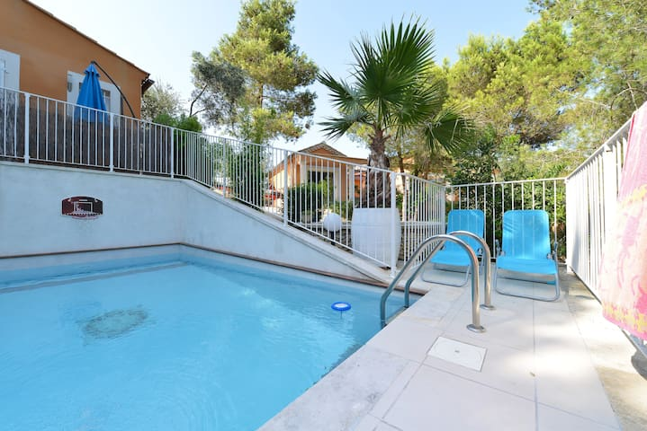 """Appartement """"Mimosas """" - Beaucaire - Apartment"""