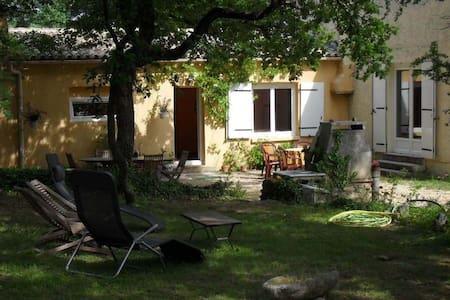 Chambres d'hôtes au calme - Vézénobres - Casa