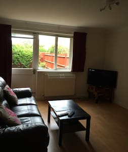2 Bedroom Semi-detached in Egham - Egham - House - 2
