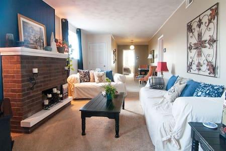 Blue Bedroom Inn/Dupuis - Savanna - Bed & Breakfast