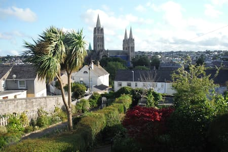 Charming terraced cottage with sunny front garden; two minutes walk from Truro City Centre. Master bedroom with super king size bed giving wonderful views over the Cathedral; second double bedroom. Shared bathroom with shower ; toilet and bath.
