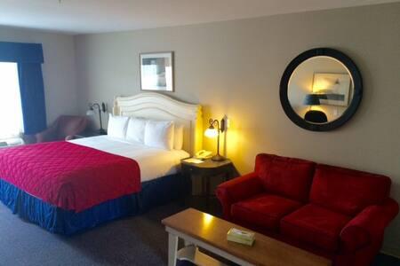 Harbor Village Suite w/ 1 King bed - Phippsburg
