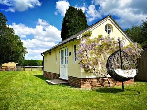Entire Garden Room in rural Harvel, Meopham, Kent