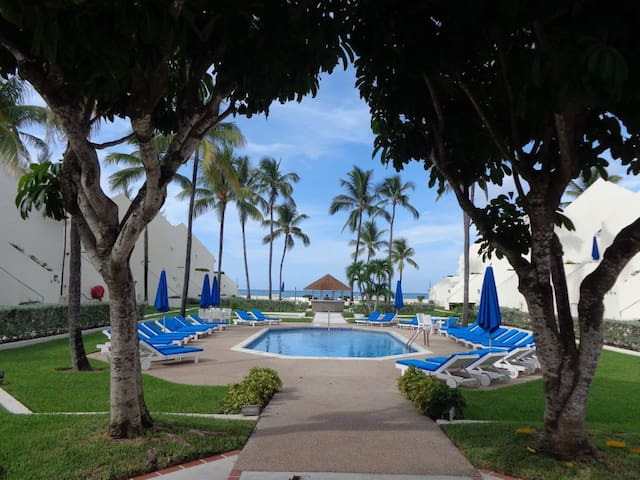 Cable Beach Beachfront Feb 15-29 2BR under $200/nt