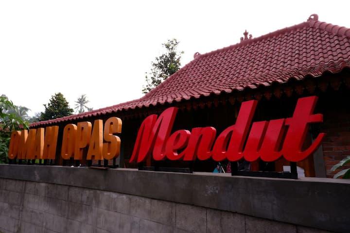Sewa Villa Omah Opas Near  Borobudur