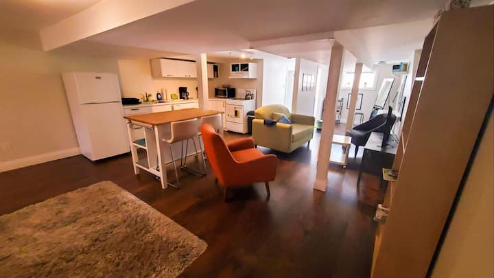 Waterfront! Beautiful apartment! Foodie paradise!