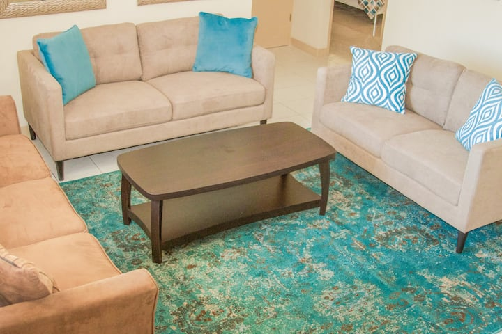 Beautiful&Private 2 bedroom appt. w/ FREE PARKING