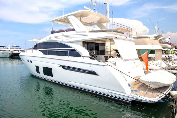 Monaco Grand Prix Yacht for 8 guests