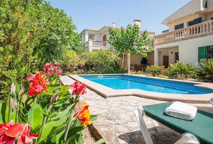 Villa Chalet Muro with Pool and Garden familyhouse near the sandy beach of Playas de Muro