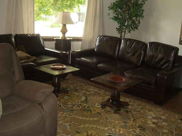 Golfer's Delight  Audubon/Downriver 6 bdrm, 4 bath