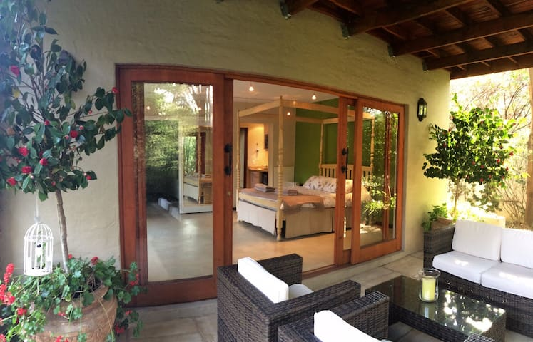 Beautiful Cottage in sublime garden - Sandton - House