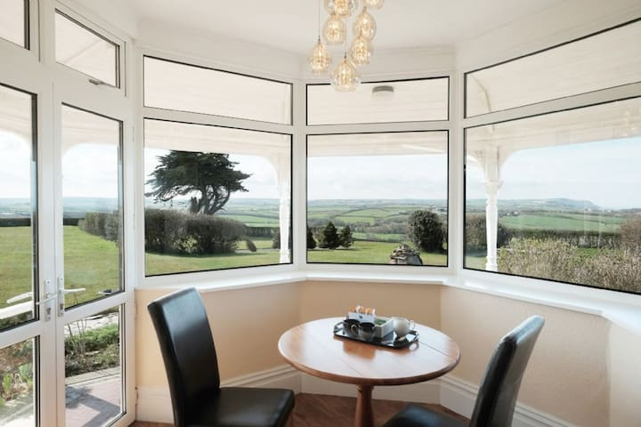 The View - Retreat in Cornwall just for two