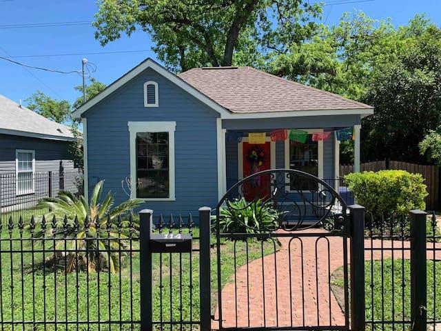 Casita Azul-Small home/ Near Downtown