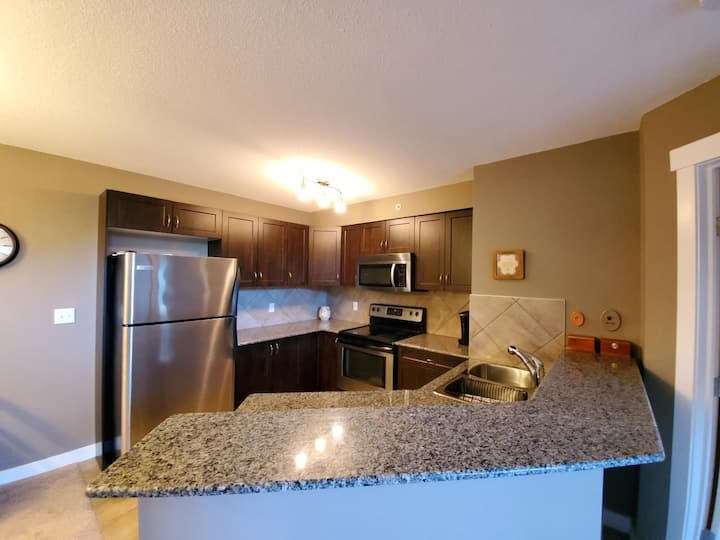 410 Beautiful Condo, Fantastic Location