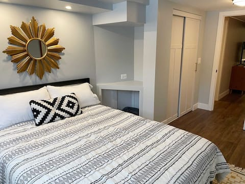 Ravenswood Manor, Sleeps 4! Close to El and Parks