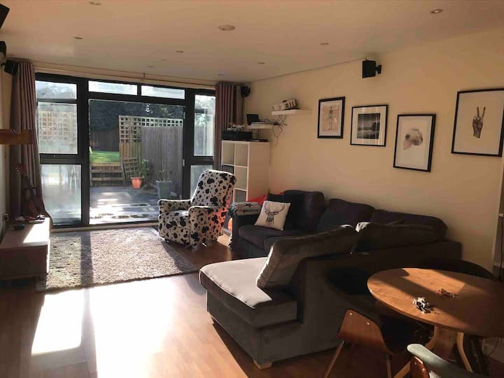 Modern2Bed Gdn FlatSE London Netflix,PS4,Projector