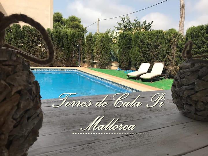 Torres de Cala Pi casa con piscina muy cerca playa