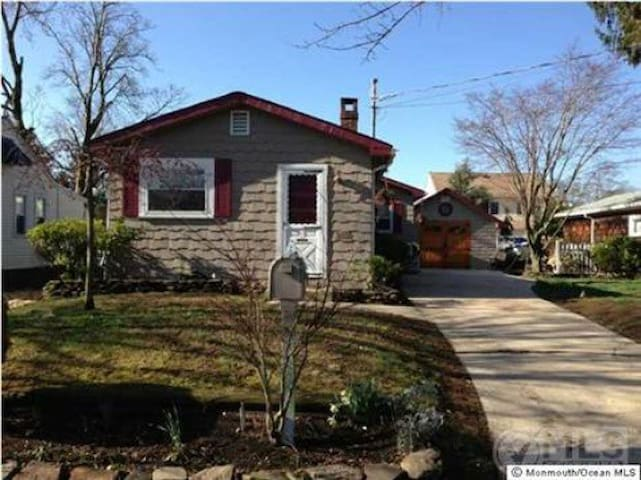 Quiet dog friendly Bungalow close to the beach - Belmar