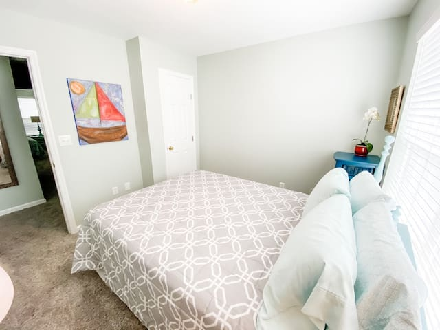3rd bedroom located on third floor. Shares full bath with 2nd bedroom.