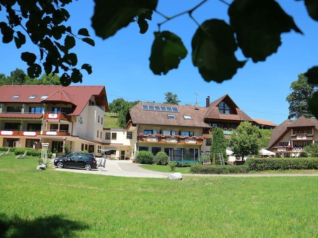 Landgasthof Adler-Pelzmühle, (Elzach/Biederbach), Ferienwohnung Heustock im Gästehaus, 78qm, 2 Schlafzimmer