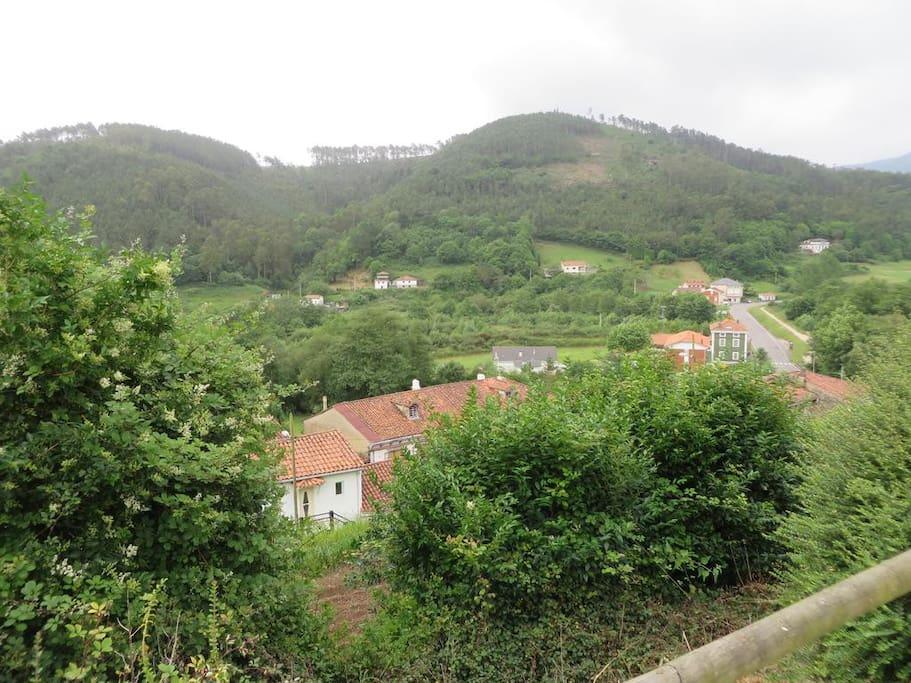 Apartamentos rurales con jard n y terraza el otero for Terrazas rurales