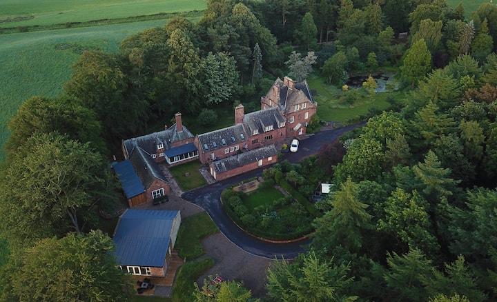 The Old Coach House, Four Gables Estates