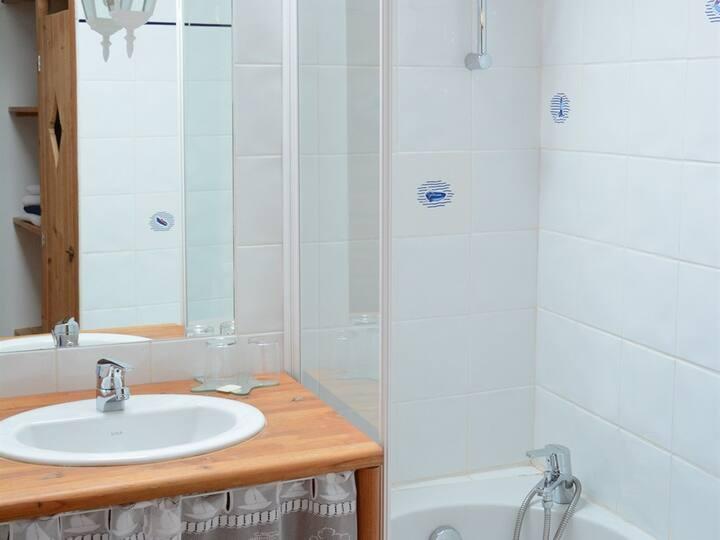 Dormitory-Classic-Private Bathroom-City View-eco-label européen