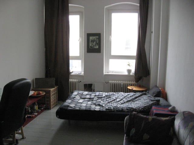 Nice cozy room in Neukölln