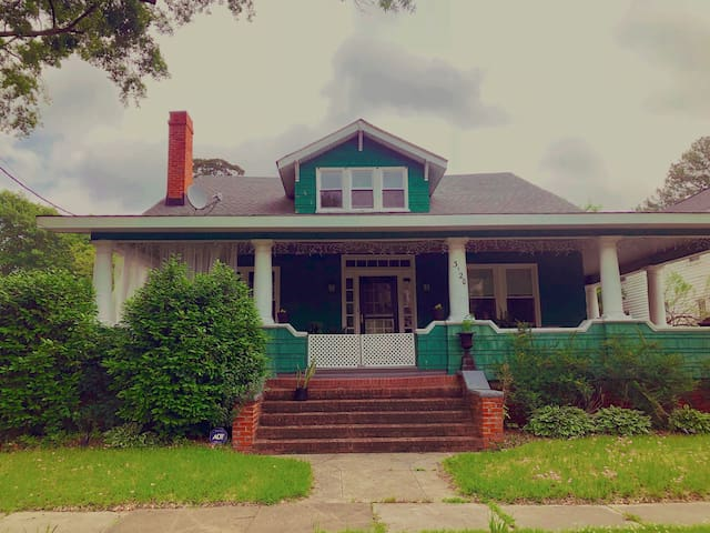 1907 Craftsman in dreamy Lafayette with a giant wrap around porch including dining table for 4