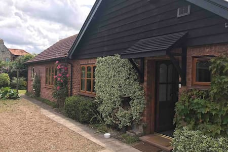 Lovely quiet cottage Cley next the Sea, N. Norfolk