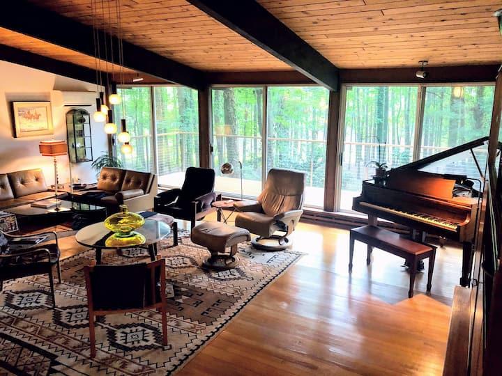 Frank Lloyd Wright Style Lakehouse