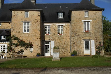 Dagmar's ancient Parish House - Erbrée - Bed & Breakfast