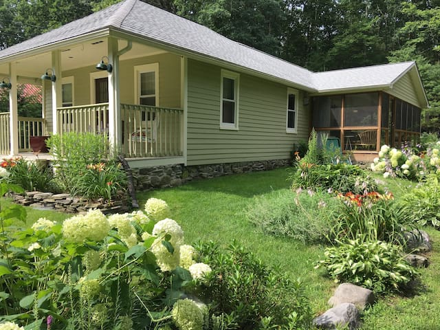 Barryville Garden Cottage with Spa - Cottages for Rent in Barryville ...