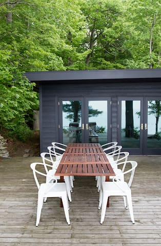 Private Lake MI Beachfront Cabin - Coloma - Casa