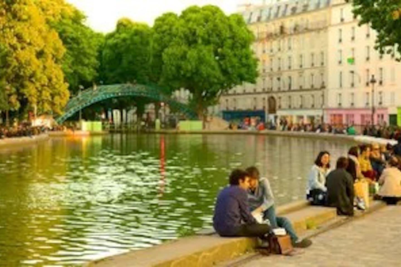 Canal St Martin. Le canal se trouve juste au bout de la rue !