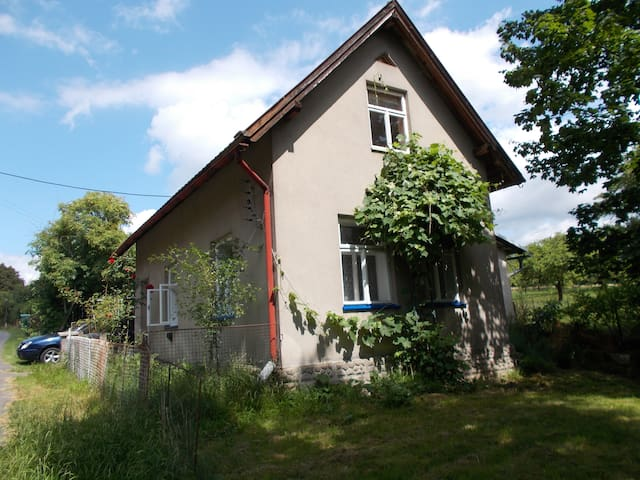 Cosy little house with a big garden - Paceřice