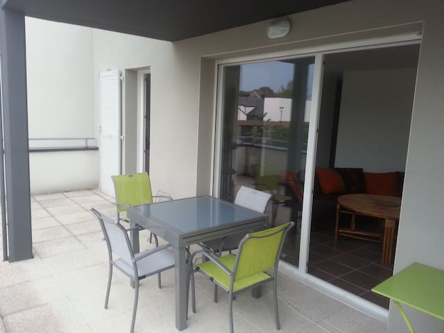 T2 fonctionnel, gde terrasse! - Idron - Apartment
