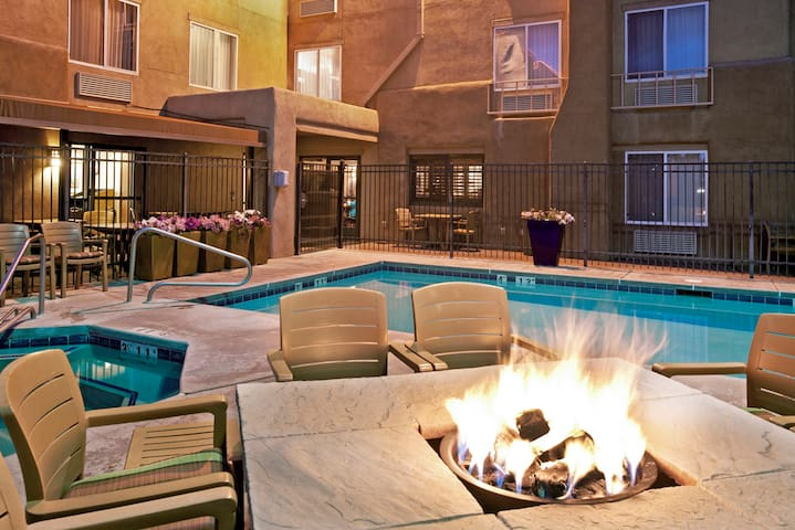 Room at Inn with 2 Euro Beds/Pool - Santa Fe - Bed & Breakfast