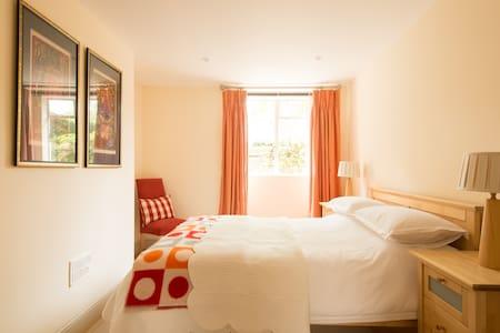 Charming flat close to town centre - Челтенхэм