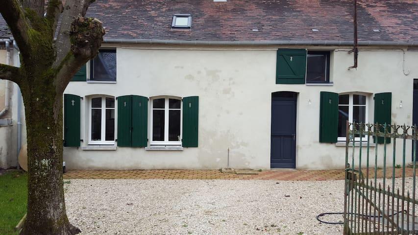 maison de village rénovée de 150m2 - Villemoiron-en-Othe - Casa