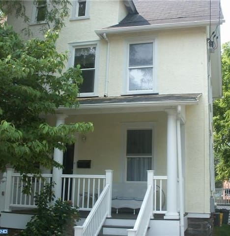 Fantastic home convenient for pope! - Bryn Mawr - Huis