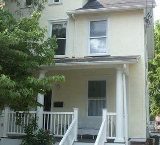 Fantastic home convenient for pope! - Bryn Mawr