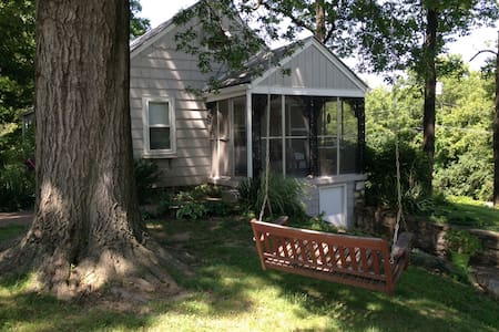 Cute cottage like home in KC suburb - 米申(Mission)