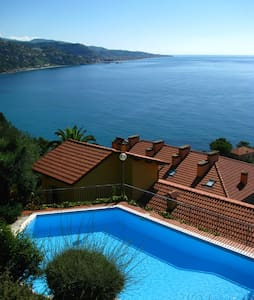 Sea-side holiday house in Mortola - Mortola Inferiore - Hus