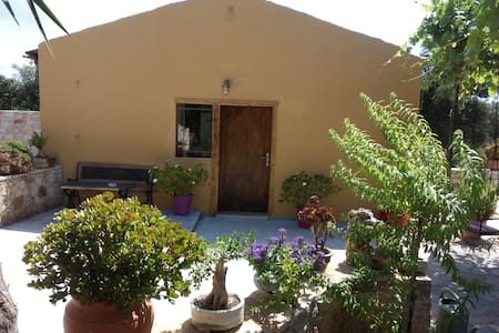Traditional Cretan  Guesthouse  near Airport